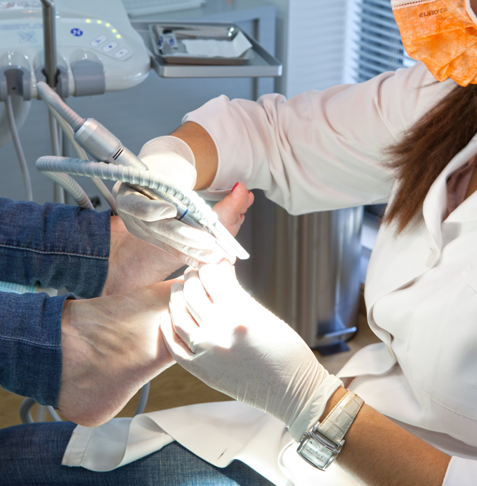 Fungo entre tratamento de unguento de dedos do pé barato mas eficaz
